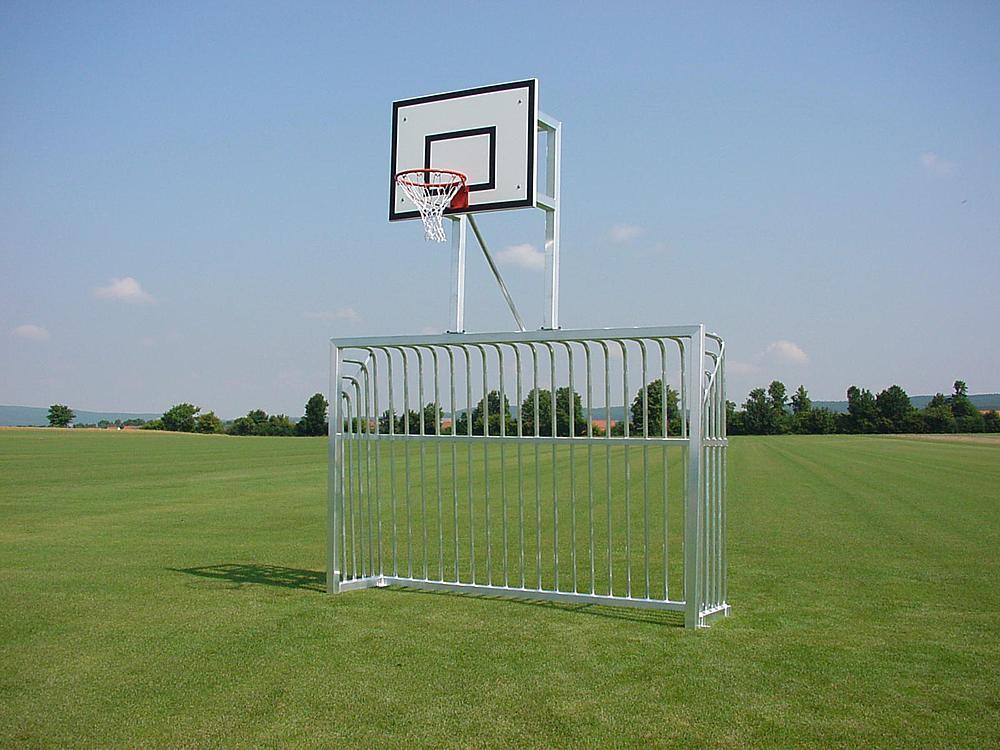 Portería_con_instalación_de_baloncesto