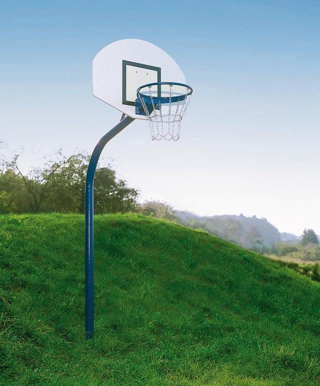 Instalación_de_baloncesto_de_tubo_de_acero_con_vaina_para_clavar_en_el_suelo_incluida